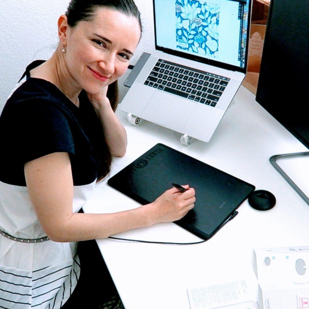 Video: Wacom Intuos Pro Medium pen tablet unboxing 2018 by vector